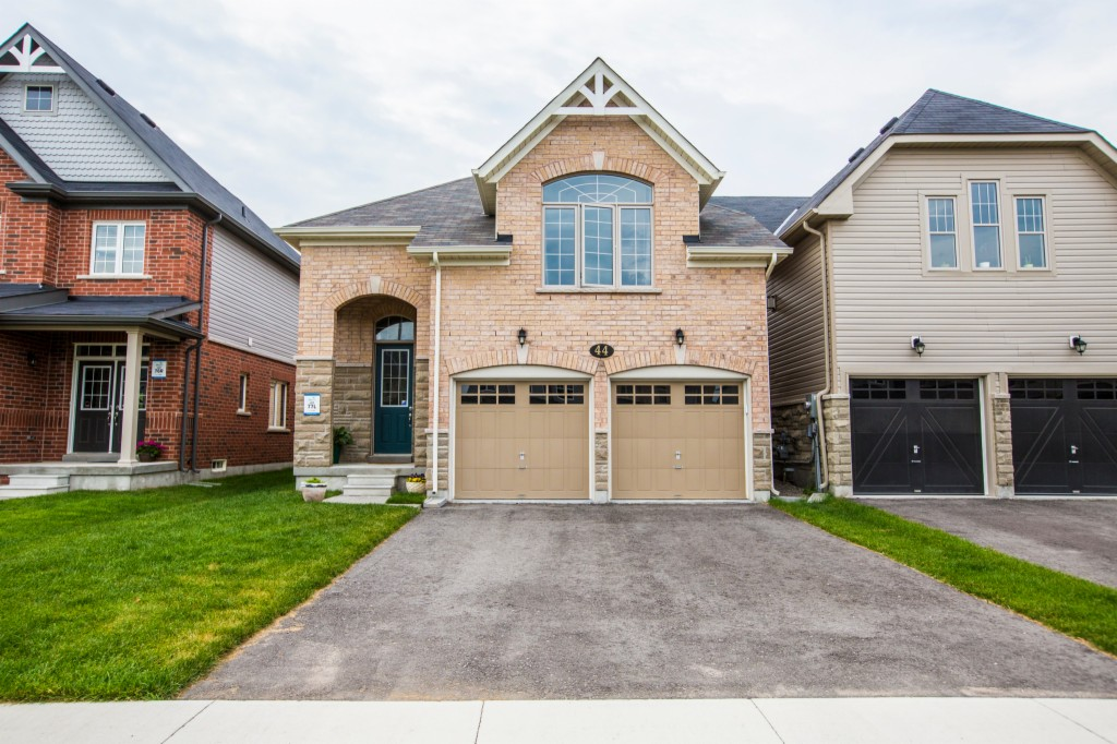 Photo of 44 Decarolis Crescent  Angus  ON