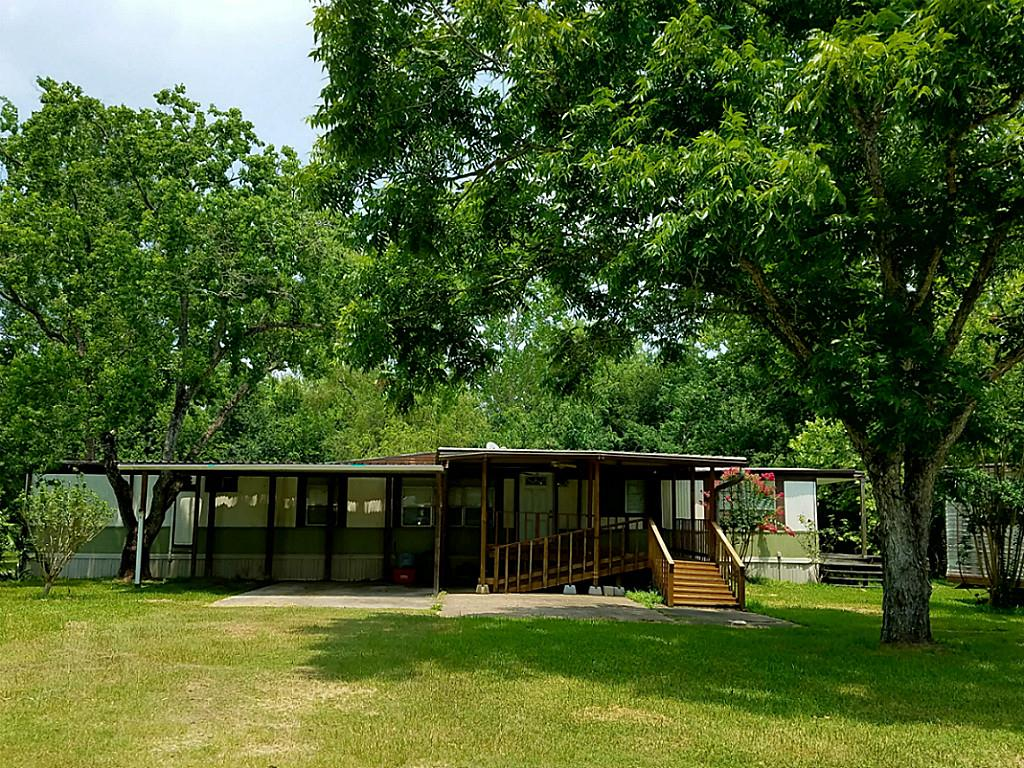 Photo of 3832 County Road 949  Alvin  TX