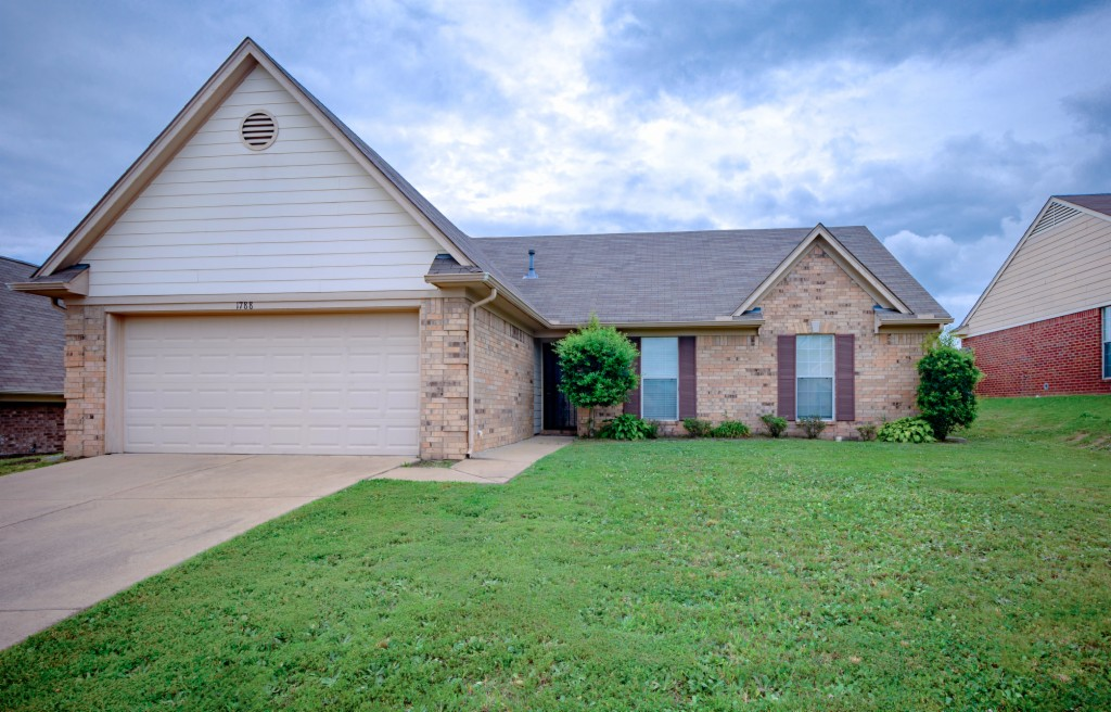 Photo of 1788 Cresent Lane  Southaven  MS