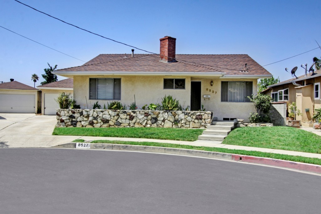 Photo of 8527 Bluffdale Dr  Sun Valley  CA