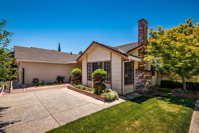 Photo of 2 Gleneden Ct  Sacramento  CA