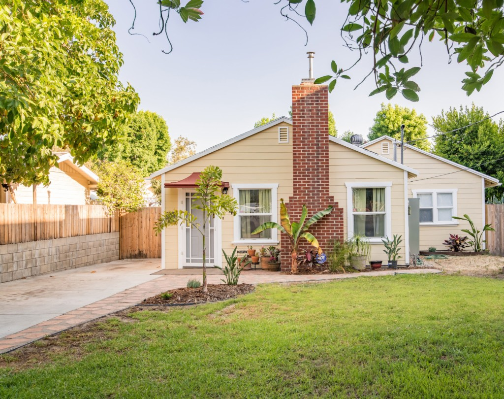 Photo of 704 E Chestnut  Glendale  CA