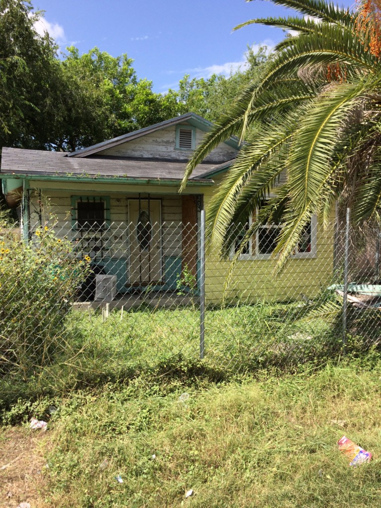 Photo of 406 w Avenue F  Robstown  TX