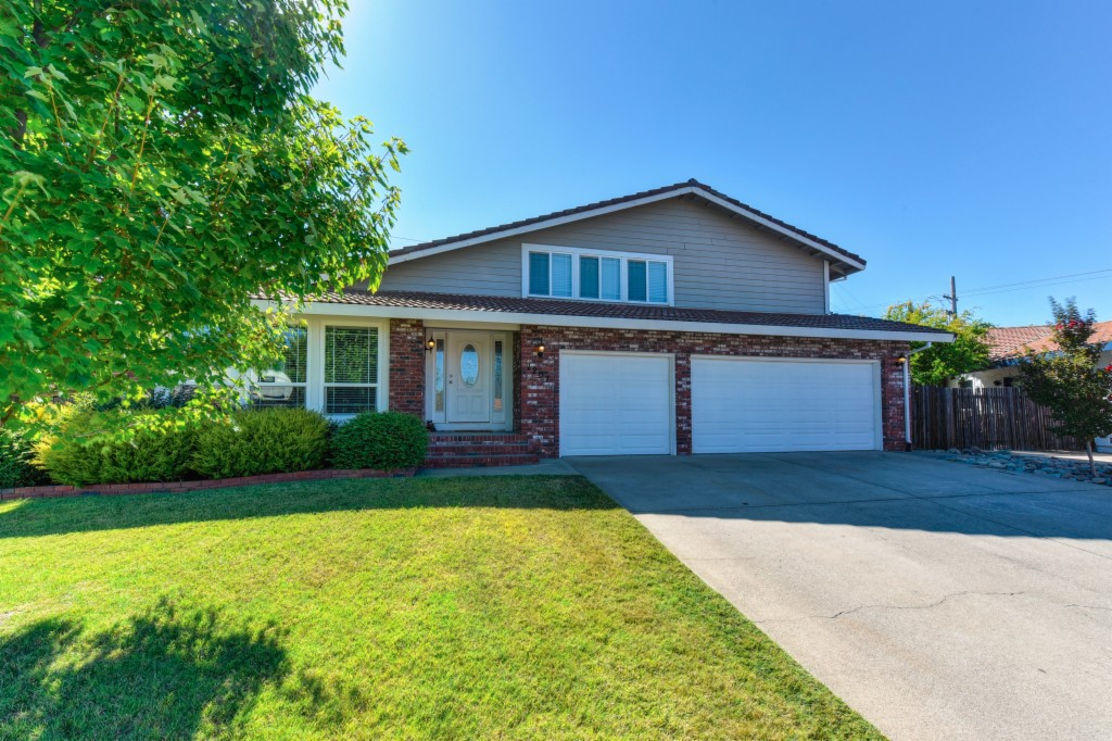 Photo of 1207 Hampshire  Roseville  CA