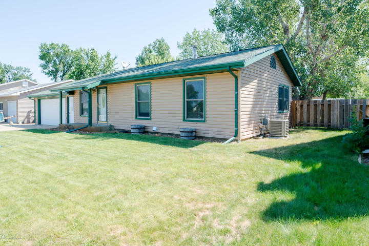 Photo of 653 1st Ave SW  Dickinson  ND