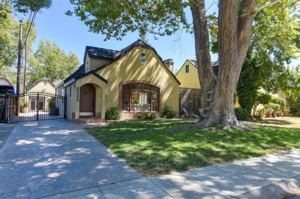 Photo of 2701 7th Avenue  Sacramento  CA