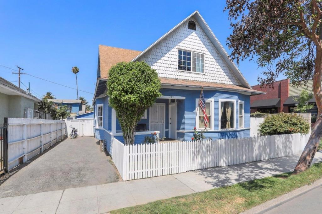 Photo of 1225 Molino Ave  Long Beach  CA