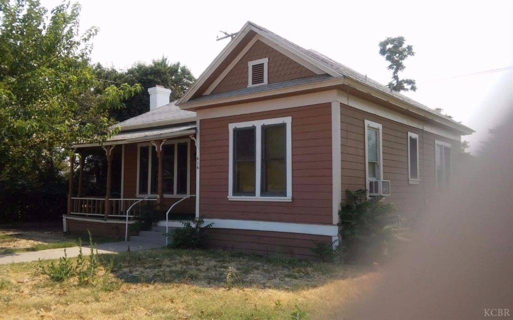 Photo of 616 N Harris St  Hanford  CA