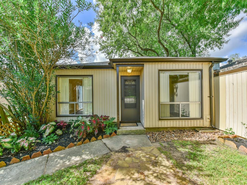 Photo of 10923 Birdhill Circle  Houston  TX