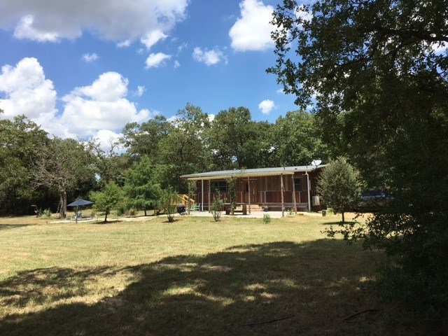 Photo of 127 Farris LN  Smithville  TX