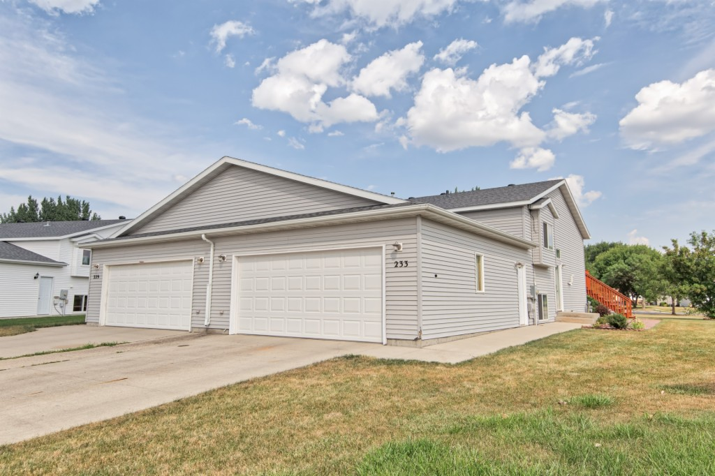 Photo of 223 Suntree CT  West Fargo  ND