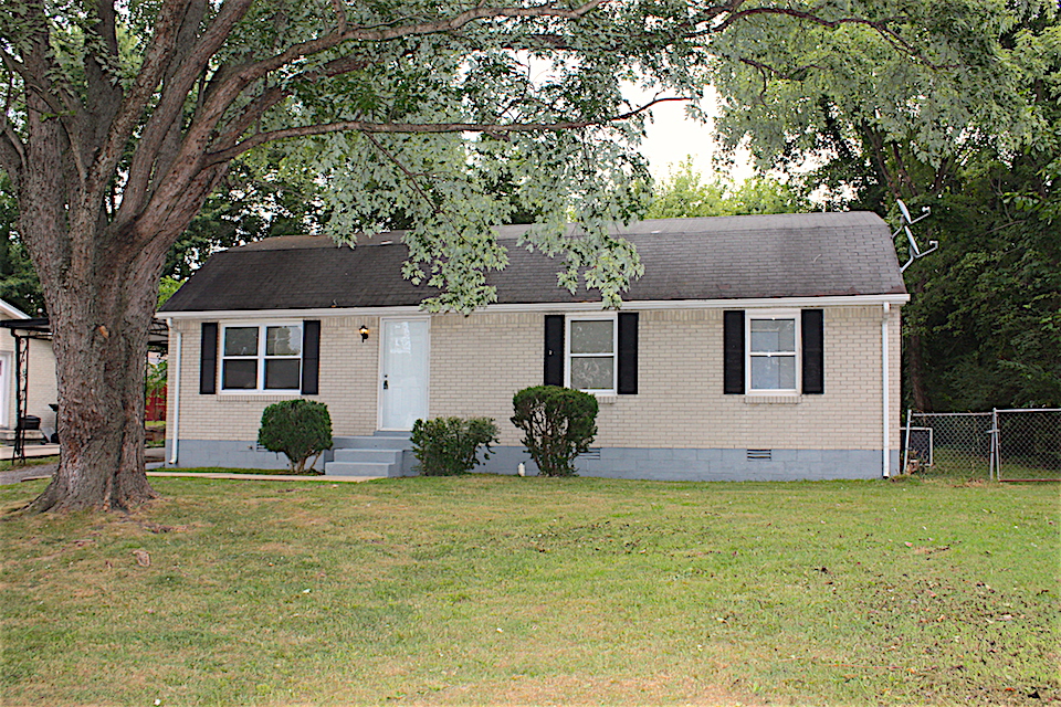 Photo of 812 8th Avenue East  Springfield  TN