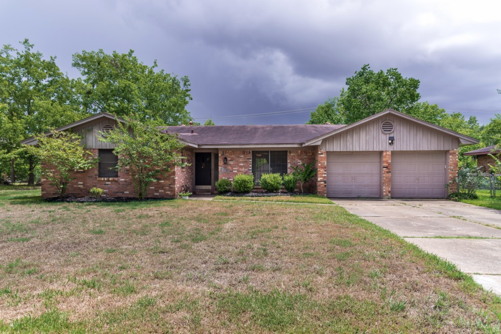 Photo of 415 Leslie Drive  Bryan  TX