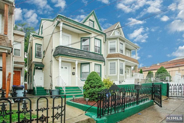 Photo of 423 River St  Paterson  NJ