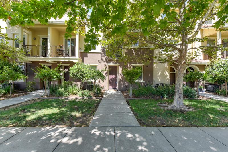 Photo of 50 Regency Park Circle  Sacramento  CA