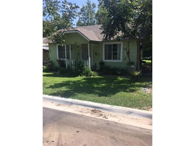 Photo of 812 E Walnut ST  Lockhart  TX