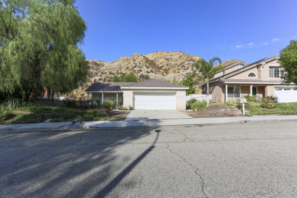 Photo of 30455 Jasmine Valley Dr  Canyon Country  CA