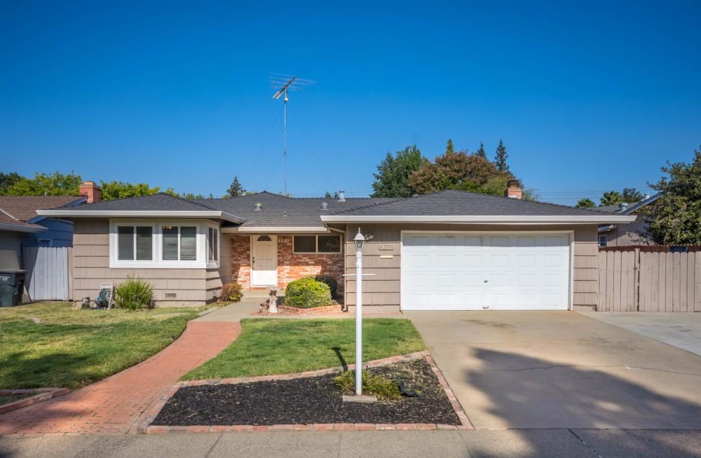 8325 Lake Forest Dr Sacramento, CA 95826