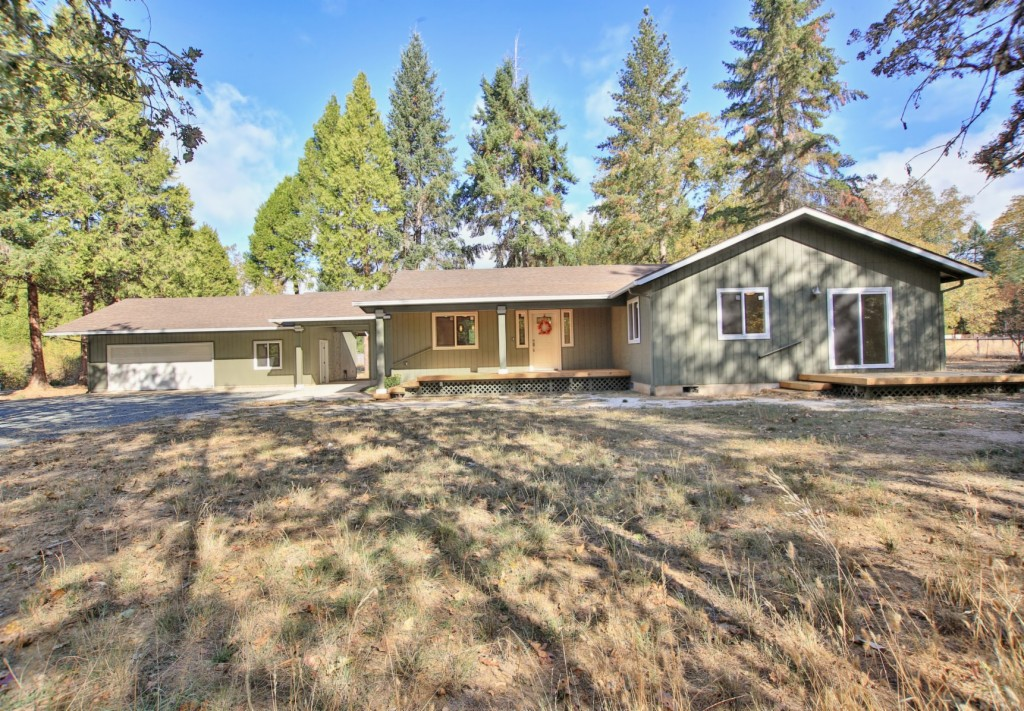 717 Hummingbird Rd Cave Junction, OR 97523