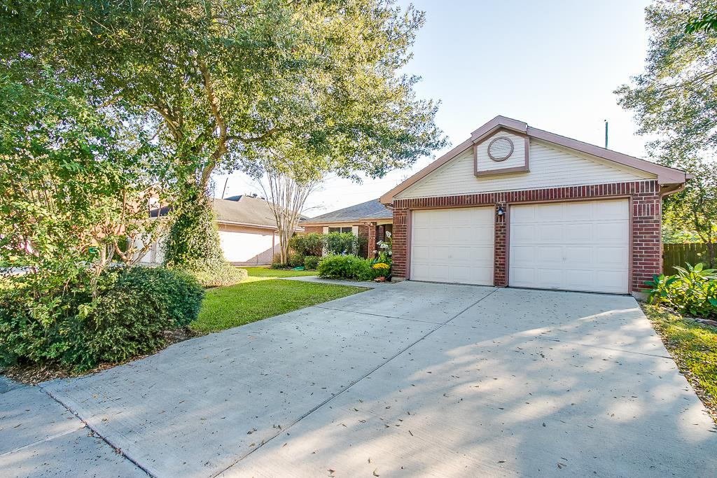 Photo of 2923 Bentley Court  Pearland  TX
