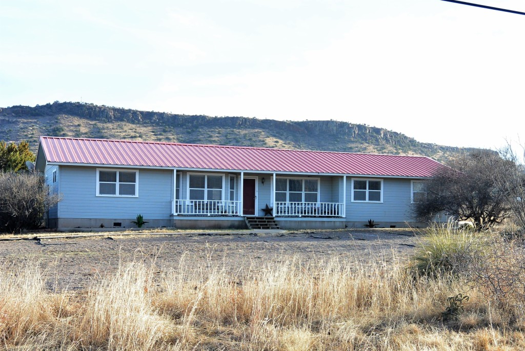 10 Wagon Road Alpine, TX 79830
