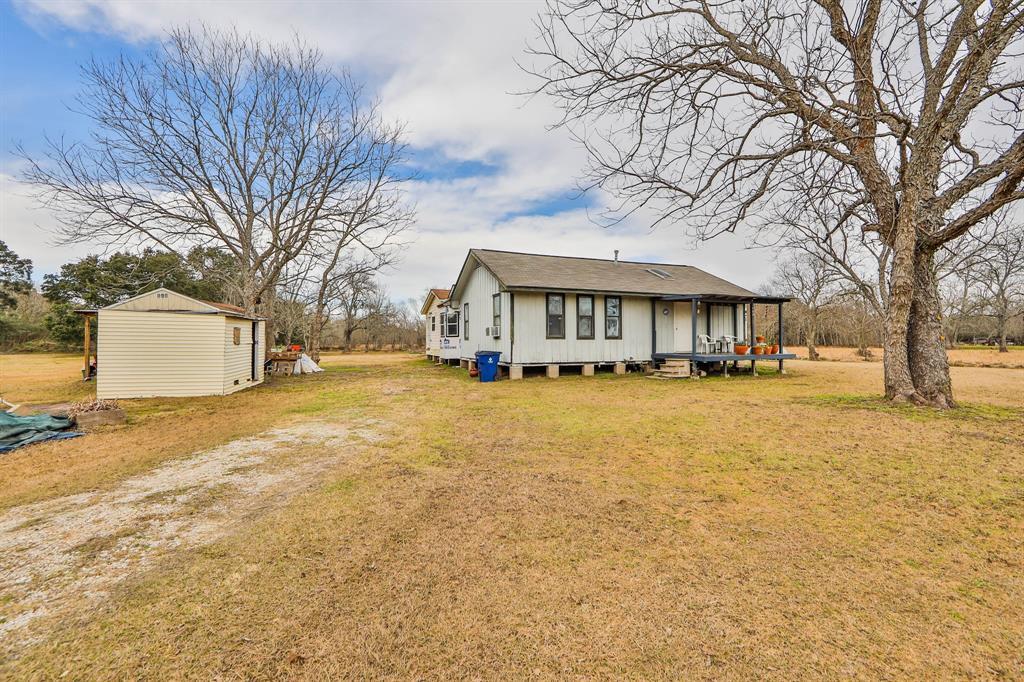 180 Halls Road Angleton, TX 77515