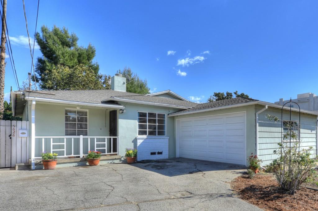 5626 Radford Avenue Valley Village, CA 91607