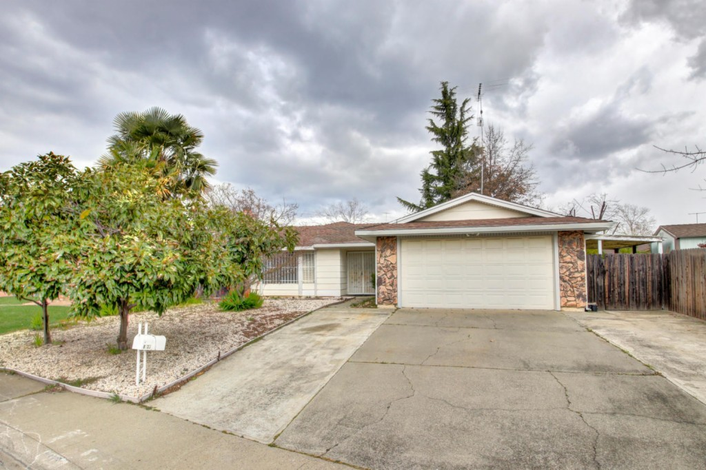 8935 Canberra Dr, Rosemont, California