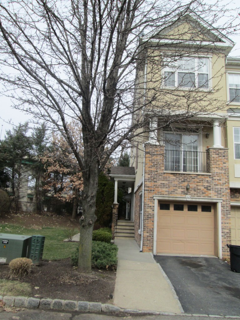 162 Brittany Ct Clifton, NJ 07013