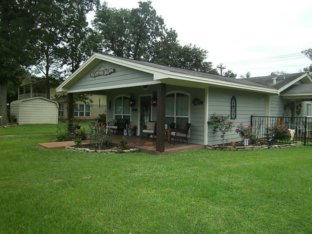 Laminate homes for sale in livingston real estate in for Home builders in livingston tx
