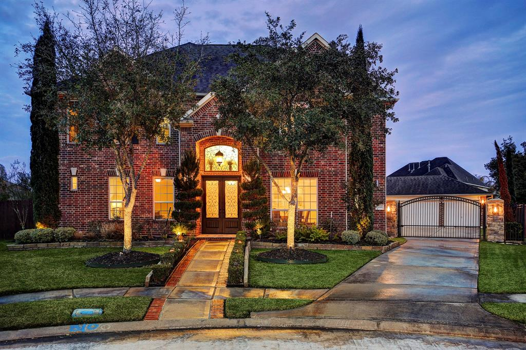 12201 Mossy Trail Court Pearland, TX 77584