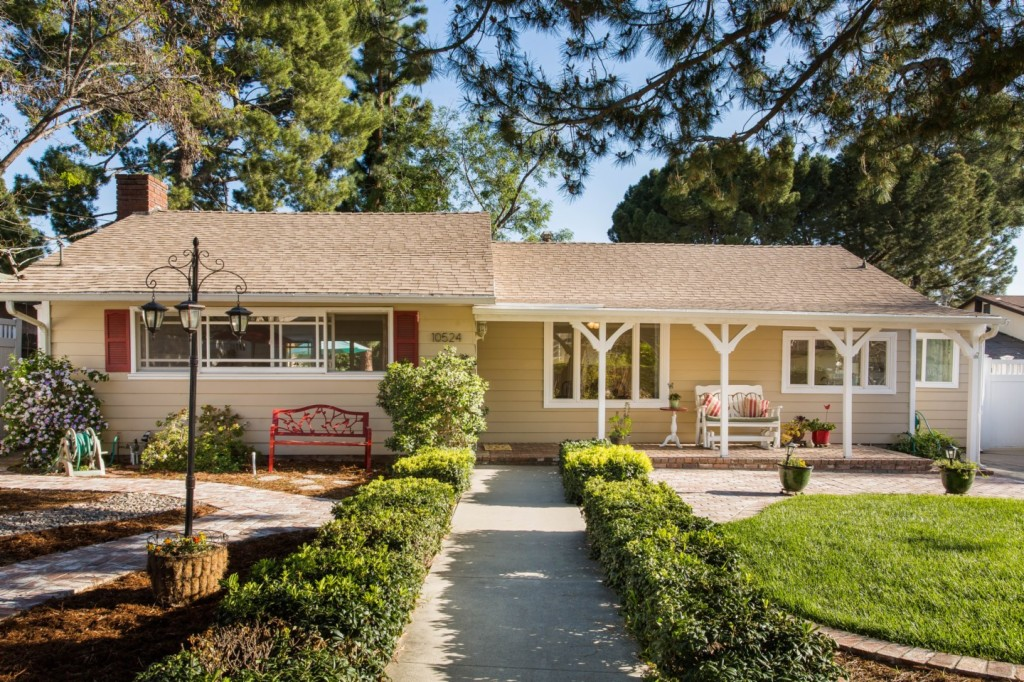 10524 Tuxford St Sun Valley, CA 91352