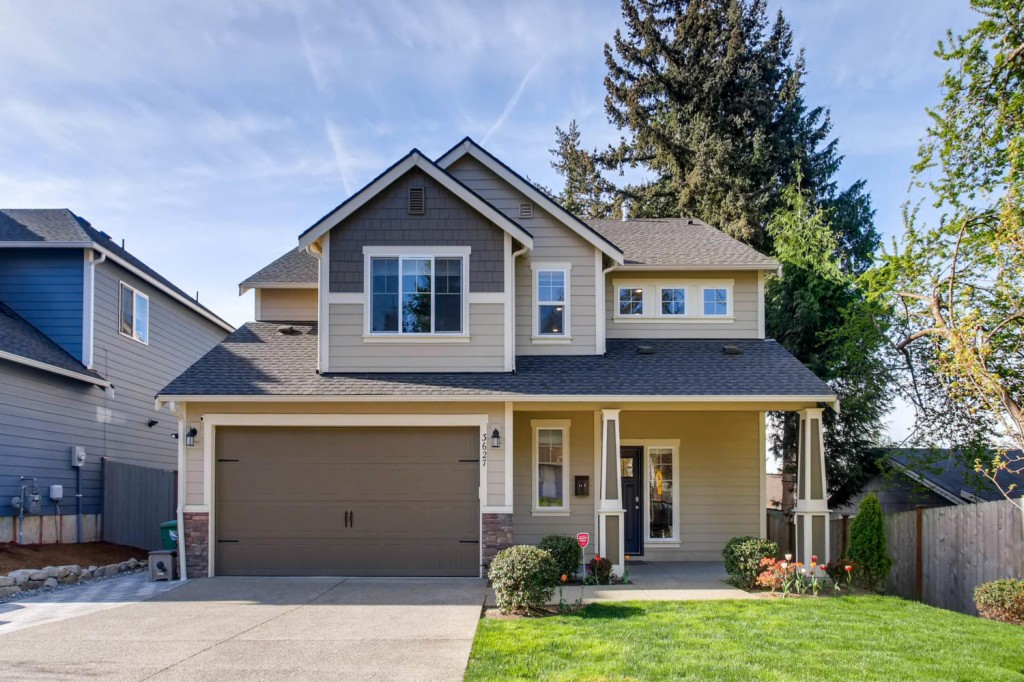 3627 NE 6th St, Renton, Washington
