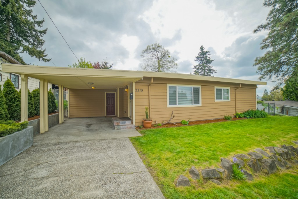 2215 NE 8th Place, Renton, Washington