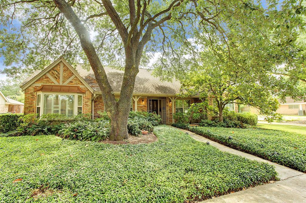 9711 Burdine Street, Maplewood, Texas