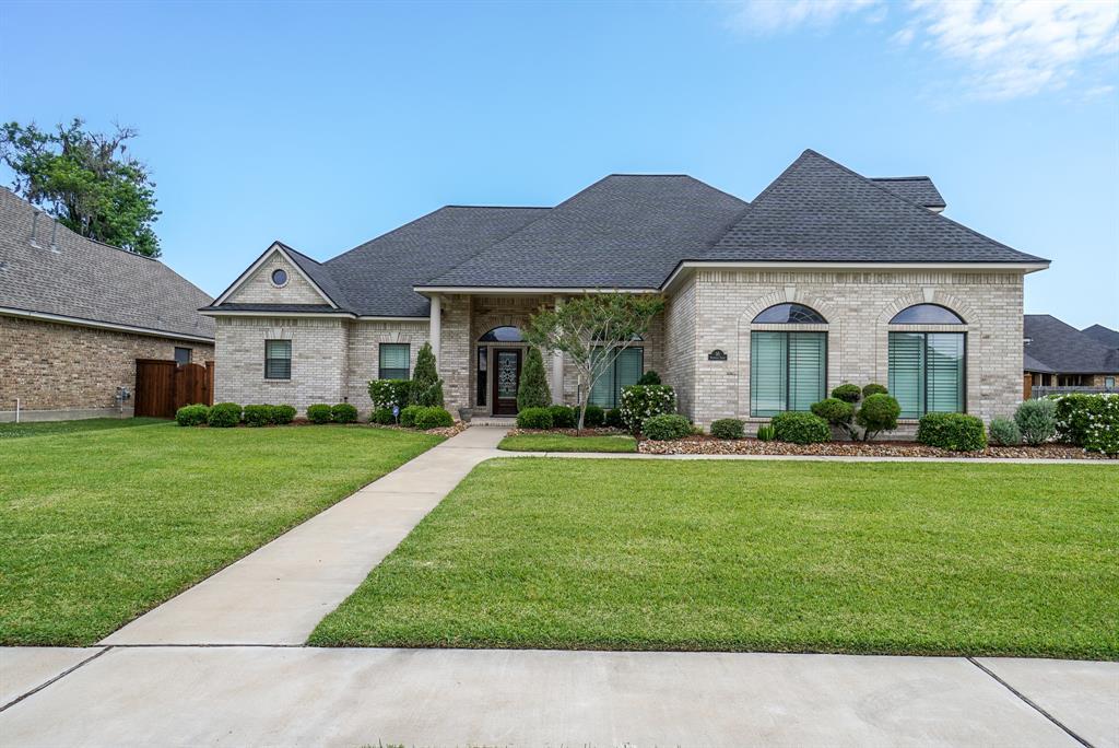 55 Deerwood Court Lake Jackson, TX 77566