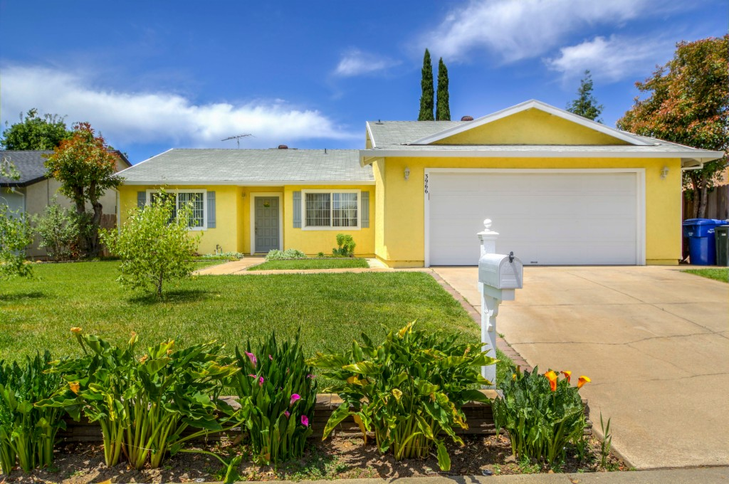 3966 Thornhill Drive, Rosemont, California