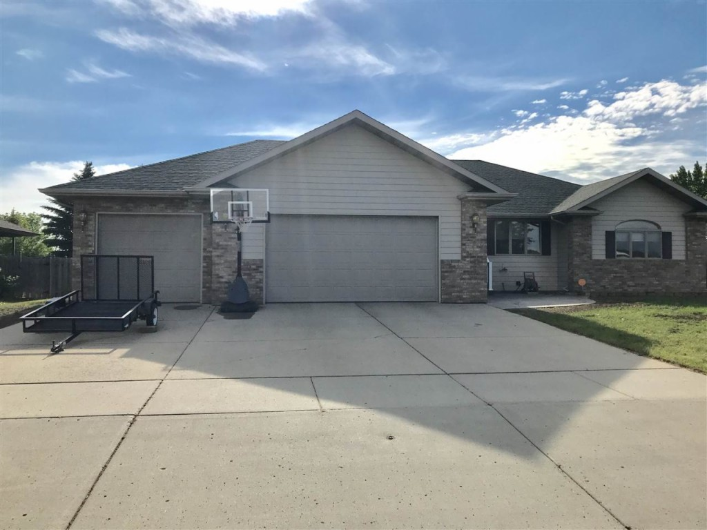 1512 10th St SE, Minot in Ward County, ND 58701 Home for Sale