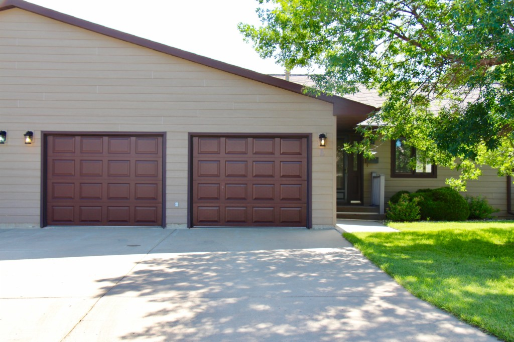 600 32nd Ave. SW E, Minot in  County, ND 58701 Home for Sale