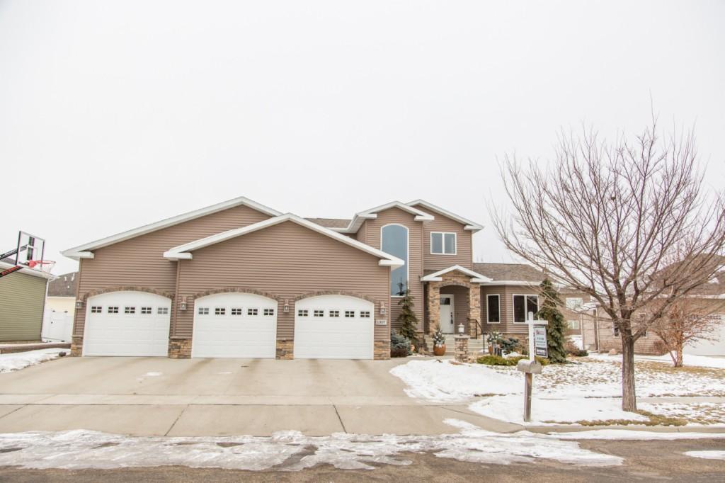 1307 Eagles View Pl, Bismarck, North Dakota