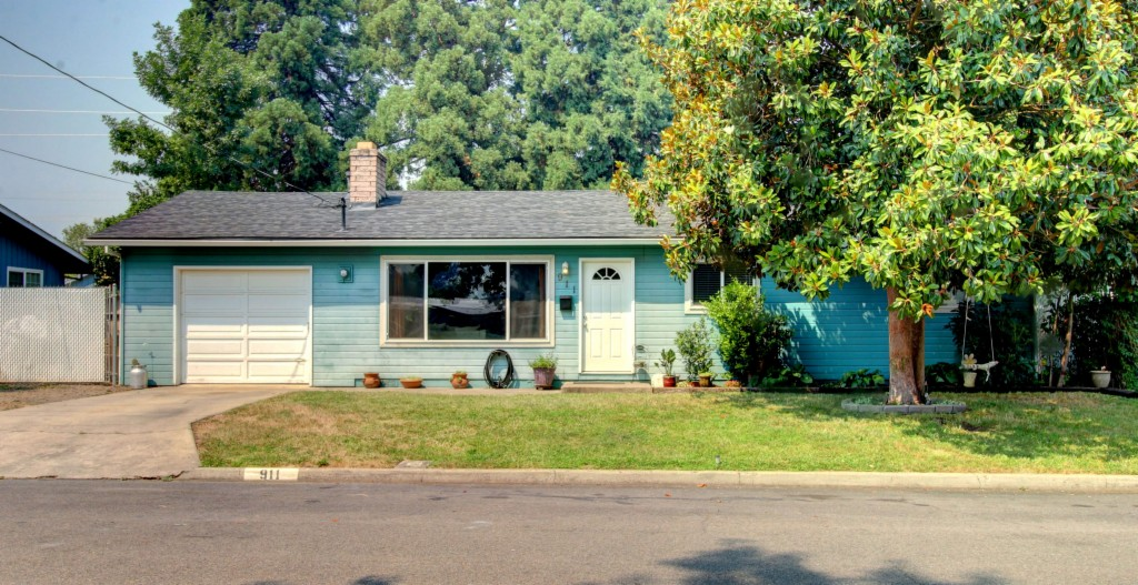 911 Comet Ave, Medford in  County, OR 97502 Home for Sale