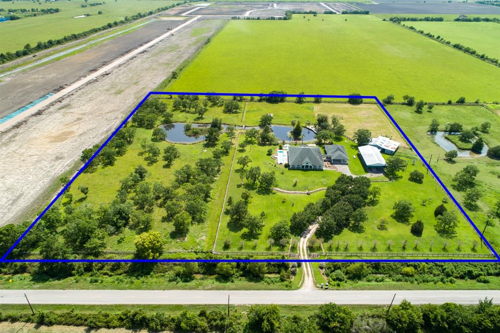 413 County Road 192 Alvin, TX 77511