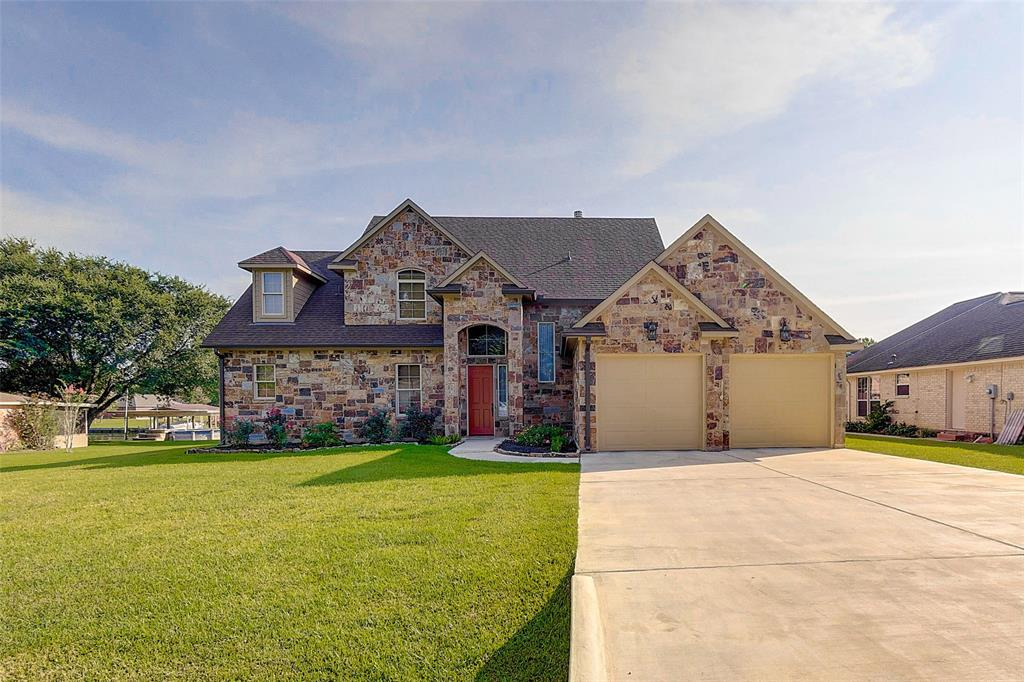 13324 Bunker Hill Drive, Willis, Texas