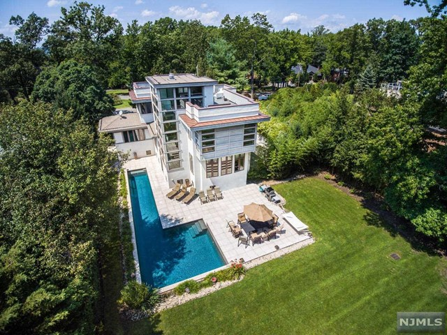 385 Hillcrest Road, Englewood, New Jersey