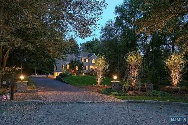 91 Helen Court, Franklin Lakes, New Jersey