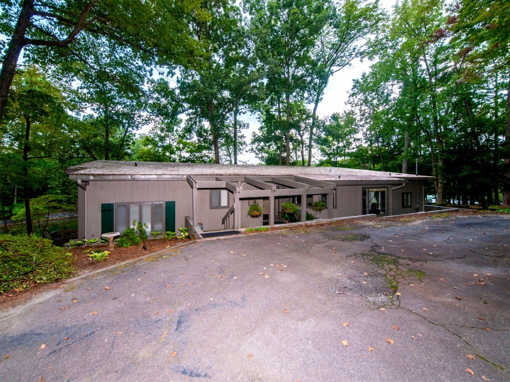 47 Chimney Swift Lane, Lake Wylie South in York County, SC 29710 Home for Sale
