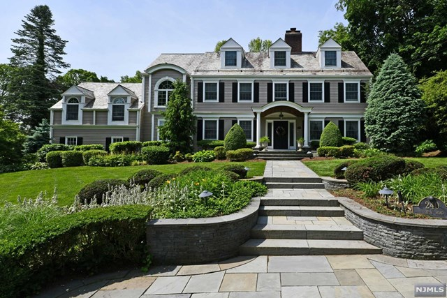 240 Lotte Road, one of homes for sale in Paramus