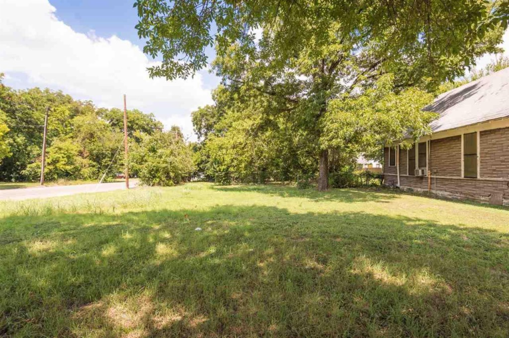 1007 N 11th St, one of homes for sale in Waco