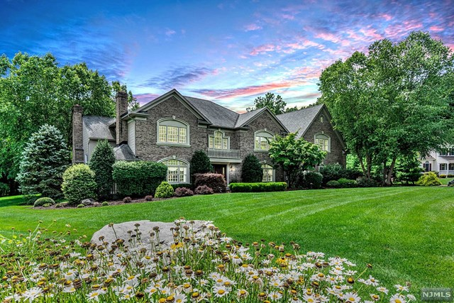 15 Donner Court, Mahwah, New Jersey