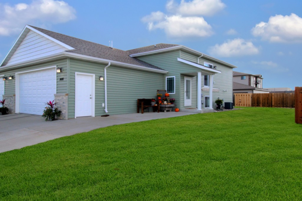 1416 34th Ave SE, Minot in  County, ND 58701 Home for Sale